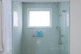 Adaptações importantes no banheiro de idosos