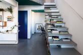 Escada é a protagonista de dúplex de 73 m²
