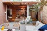 Apartamento com jeito de casa tem ipês e balanço no quintal