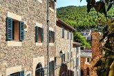 Refúgio de férias na Espanha mistura elementos antigos e contemporâneos